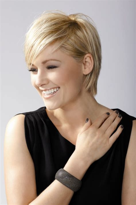 styles for growing out a pixie pixie cropped growing out short hairstyles pinterest