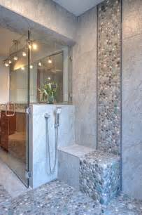 This stone backsplash harmoniously blends with the smooth tiles