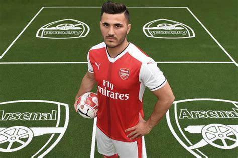 arsenal sign schalke full back sead kolasinac daily mail sead kolasinac premier league star hails arsenal signing