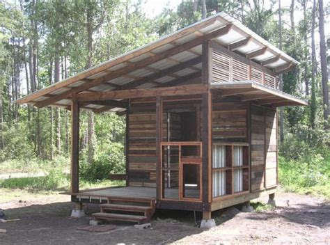 slant roof small cabin with a slanted roof tiny houses pinterest