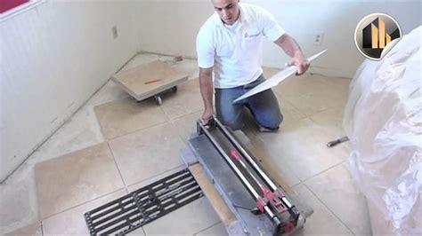 come tagliare piastrelle posare un pavimento in ceramica pavimento per interni