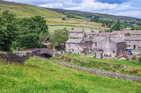 cottages in dales thwaite in swaledale dales national park