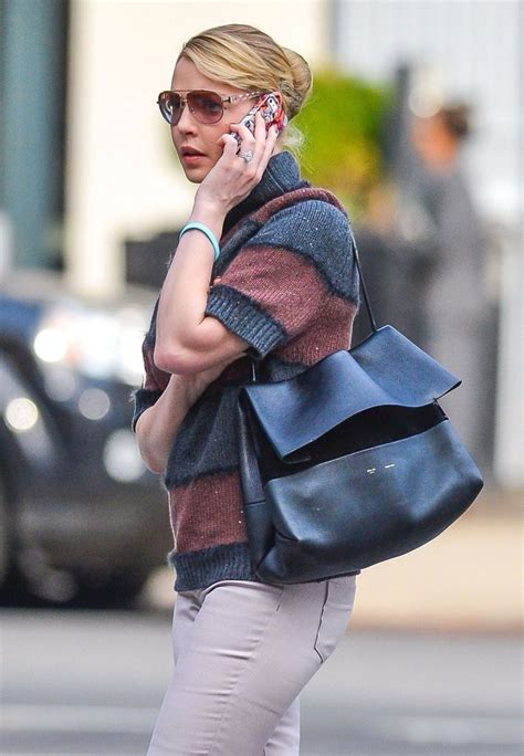 Style Katherine Heigl Fabsugar Want Need 3 by Katherine Heigl Chats On Phone Zimbio