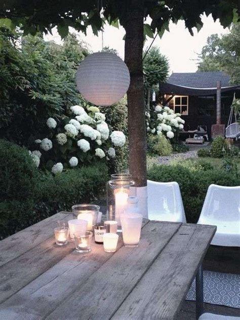 idee per illuminare idee per illuminare il giardino in estate patio