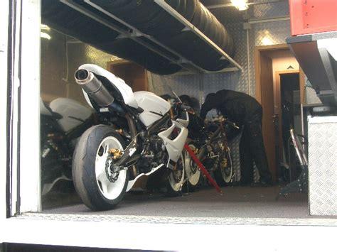 Motorrad Auspuff Unter Motor by Tipp Welche Motorr 228 Der Haben Einen Underseat Auspuff