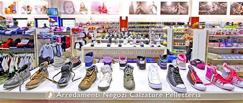 come arredare un negozio di scarpe arredamenti per negozi calzature effe arredamenti
