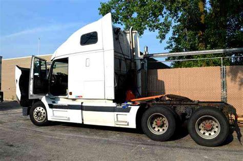 volvo truck 2004 volvo vnl 2004 sleeper semi trucks