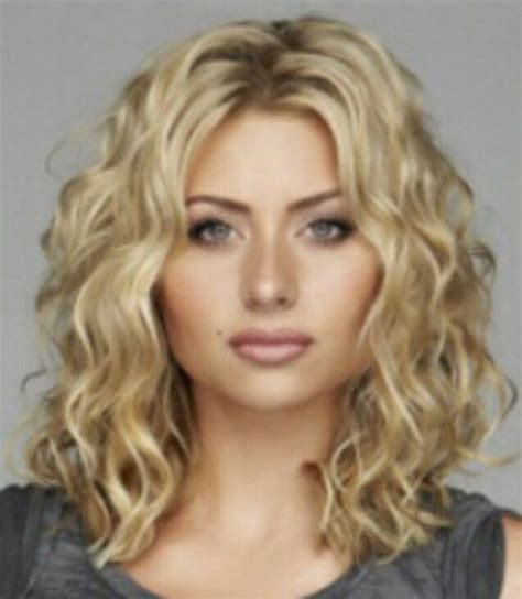 best curling tools for medium length hair 25 best ideas about medium curly on pinterest wavy perm