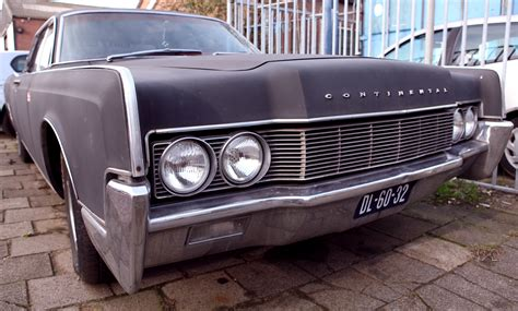 1961 1969 lincoln continental file 1961 1969 lincoln continental jpg wikimedia commons