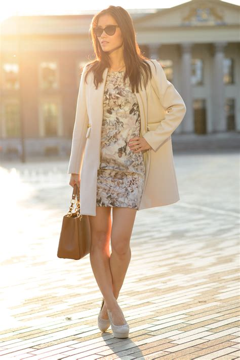 Tas Mk Flower taupe flowerdress coat the musthaves