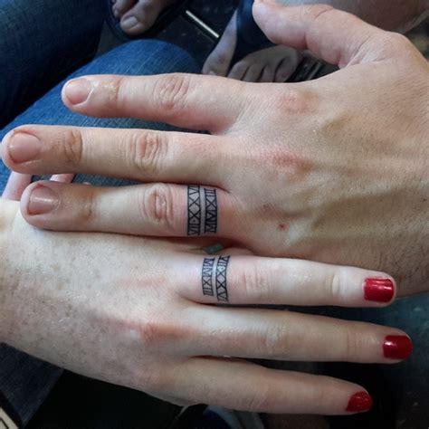 galer 237 a 15 tatuajes de anillos de compromiso con los que