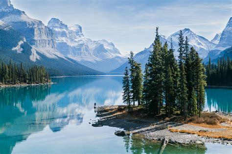 canoes lake maligne canoeing maligne lake jasper national park 187 born to