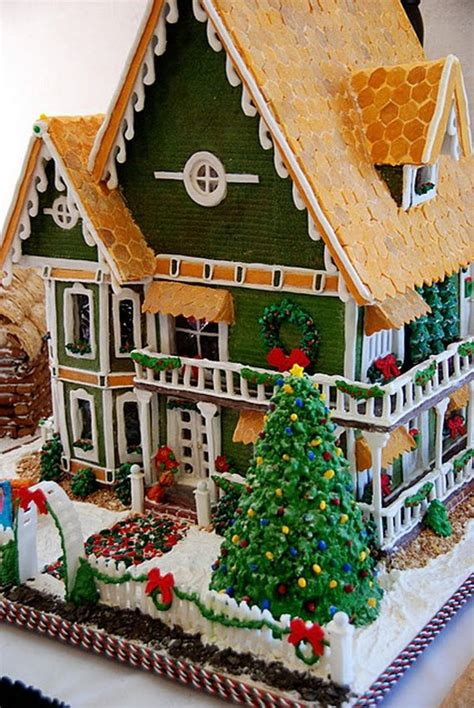 15 incredible houses decorated for christmas whoville best 25 christmas gingerbread house ideas on pinterest