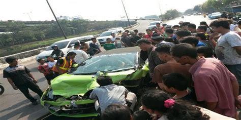 Kronologi Kejadian Kecelakaan by Kronologi Kecelakaan Lamborghini Hotman Di Tol Ancol