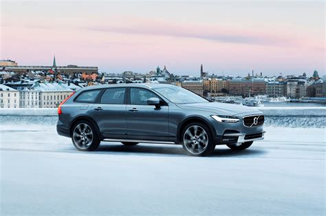 volvo  cross country  awd  drive review   latest   cross country