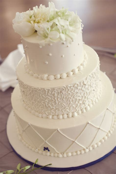 Wedding Cake Frosting by Buttercream Frosting For Wedding Cake Cake Decotions