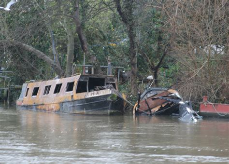 river boats on the thames for sale houseboats burn on the thames motor boat yachting