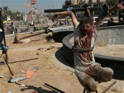 schiave gabbia tutto il resto e boia un jihadista mozza mano e piede a