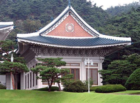 blue house korea file korea seoul blue house cheongwadae reception center 0690 07 jpg