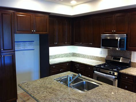 what color kitchen cabinets with dark wood floors what color floor with dark cabinets hardwood floor