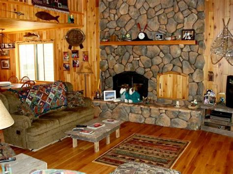 rustic lake house decorating ideas with wooden wall and