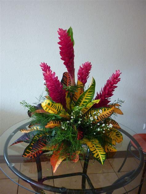 arreglos florales creativos en pinterest arreglos centros de mesa con flores tropicales buscar con google