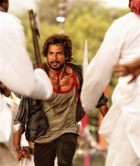 Film Rambo Rajkumar Motarjam | rambo rajkumar movie posters ft shahid kapoor xcitefun net