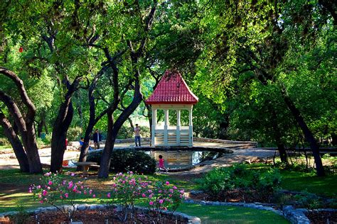 10 Dog Friendly Vacation Spots In Texas What Every Dog Zilker Botanical Garden Tx