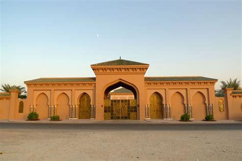 boundary wall arabic design