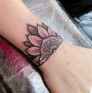 am handgelenk subtil und dezent tattoos ideen