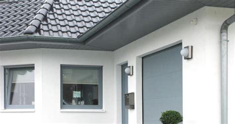Dachuntersicht Streichen Welche Farbe by Mammut Fassadenprofile Aus Kunststoff In Holzoptik