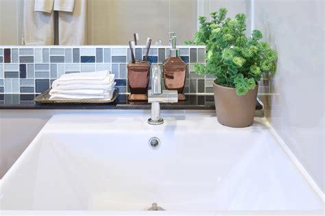 pulire la vasca da bagno come pulire la vasca da bagno consigli utili per rendere