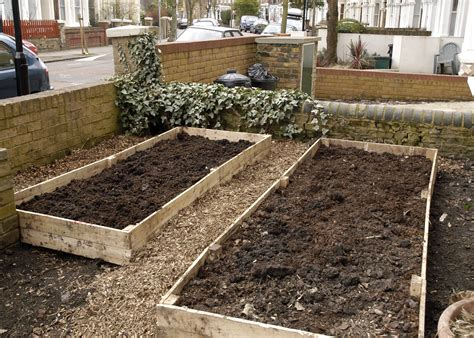 how to build raised beds top 28 raised beds learn how to build a u shaped