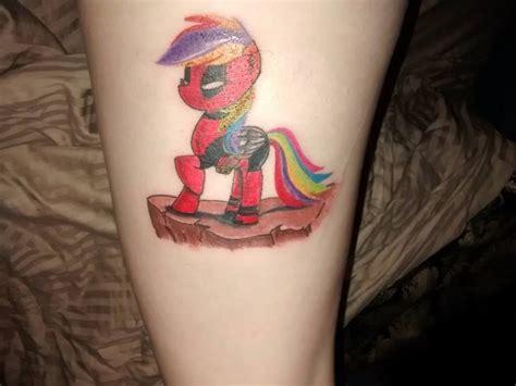 my new deadpool rainbow dash my pony done by que