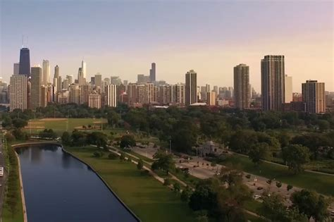 homesick chicago homesick chicagoans make amazing drone video of the city