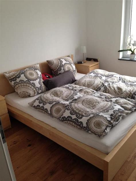 futon würzburg wohnzimmer tapete blau