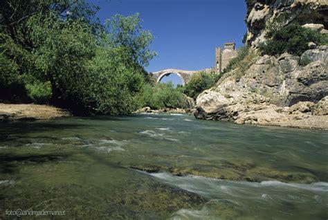 fiume fiora arte natura relax a sovana tra pitigliano e saturnia