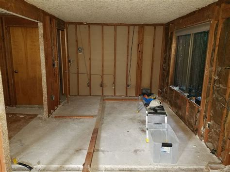 bathroom   Should I replace particle board underlayment