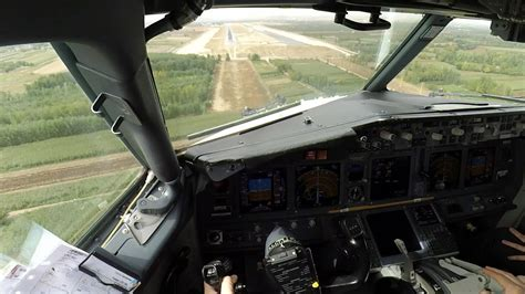 beautiful vortex from 737 800 landing in cat ii boeing 737 cockpit view visual approach hd doovi