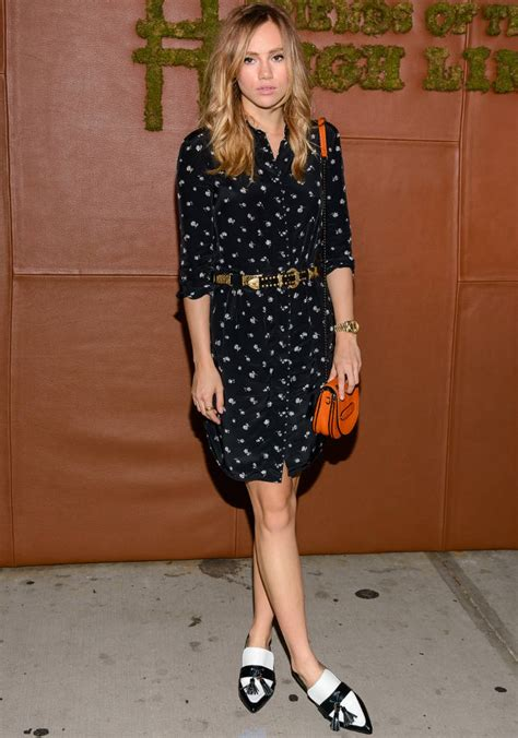 Getting To Suki by Get The Look Suki Waterhouse S Wears All Coach To Friends