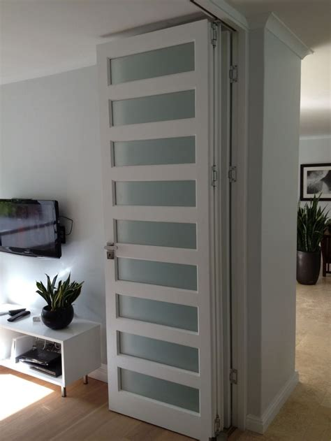 Accordion Room Divider by The 25 Best Accordion Doors Ideas On Bifold