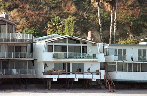leo dicaprio house leonardo dicaprio in beach homes zimbio