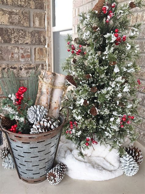 how to decorate an outside christmas tree rustic farmhouse decor outdoor decor home decor