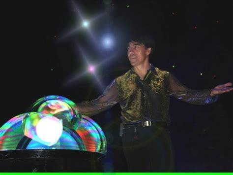 fan yang fan yang master of soap bubbles cy cy says