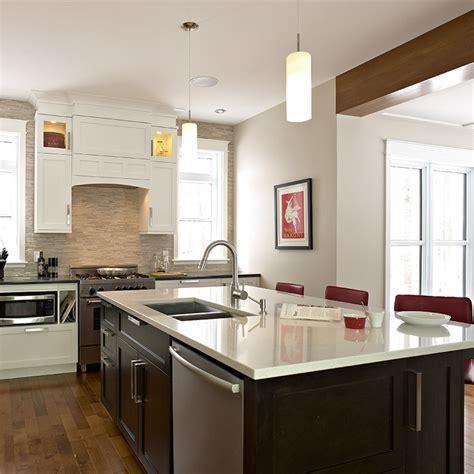 cuisine de style transitionnel avec suspendus cuisines beauregard cuisine r 233 alisation 297 cuisine