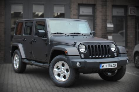 auto folierung schwarz matt jeep wrangler folierung schwarzbraun matt metallic nato