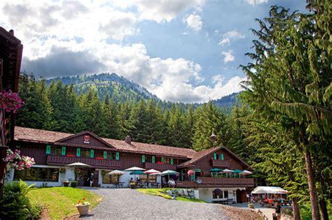 the alpine inn hotel restaurant crystal mountain hotels alpine inn hotel reviews wa