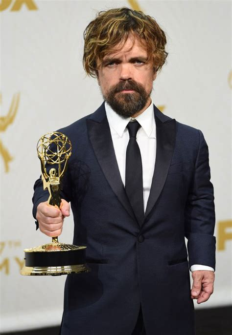 peter dinklage 2015 peter dinklage bags outstanding supporting actor award at