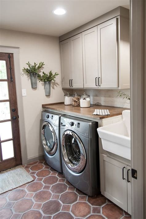 How To Decorate A Laundry Room Best 25 Laundry Rooms Ideas On Landry Room Laundry Room And Laundry Storage