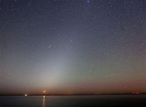 dust to lights orionid meteors max out sunday zodiacal light returns